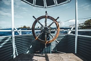 סביב העולם בספינת מפרש
